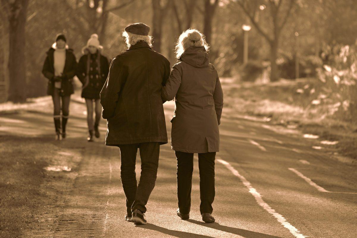 walking to reduce knee pain