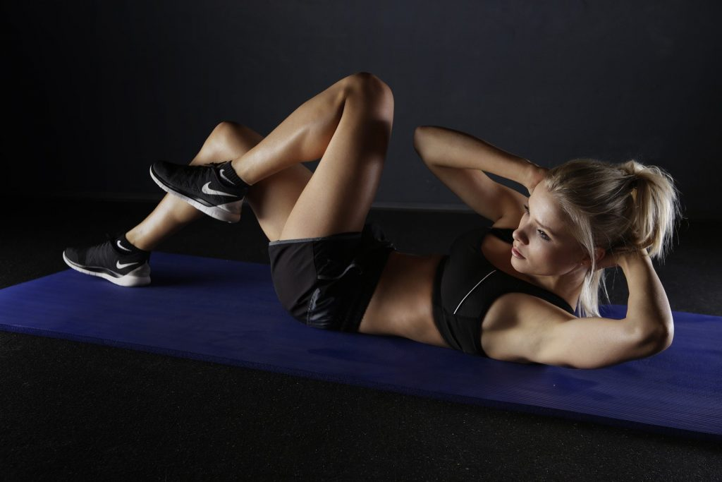 Twisting abs - exercises for brisk walking